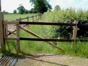 Studrail horse fence end strut
